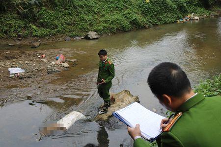 Thi the nhet trong bao tai tren suoi co nhieu thuong tich - Anh 1