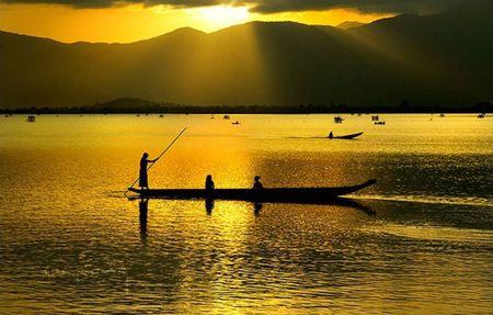Ho Lak - diem du lich noi tieng bac nhat tinh Dak Lak - Anh 2