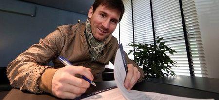 MU vung tien dau Barca, Messi gat dau gia han - Anh 2
