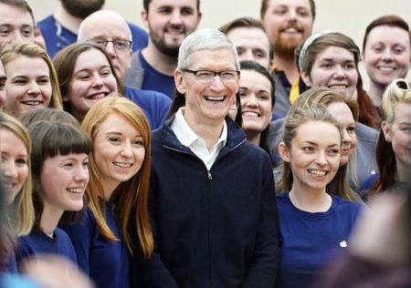 CEO Apple bien co hoi gap sinh vien thanh dien dan cong kich ong Trump - Anh 3