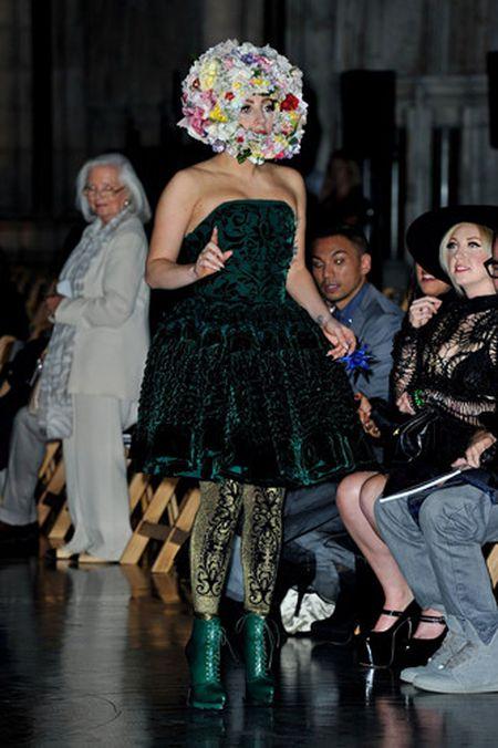 Lady Gaga va phong cach thoi trang lap di, khac nguoi - Anh 10