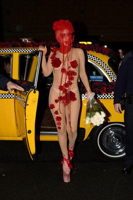 Lady Gaga va phong cach thoi trang lap di, khac nguoi - Anh 12