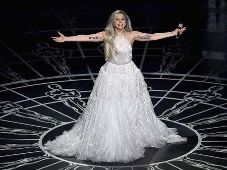 Lady Gaga va phong cach thoi trang lap di, khac nguoi - Anh 14