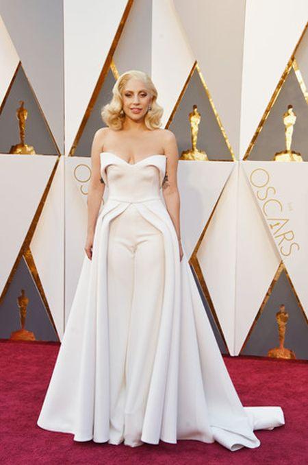 Lady Gaga va phong cach thoi trang lap di, khac nguoi - Anh 16