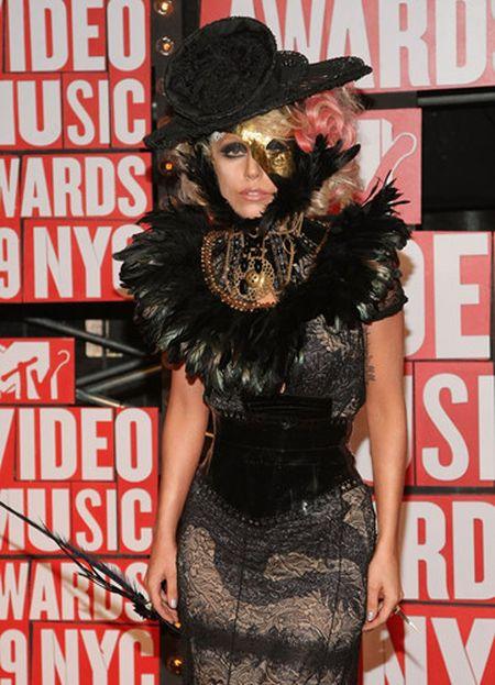 Lady Gaga va phong cach thoi trang lap di, khac nguoi - Anh 2