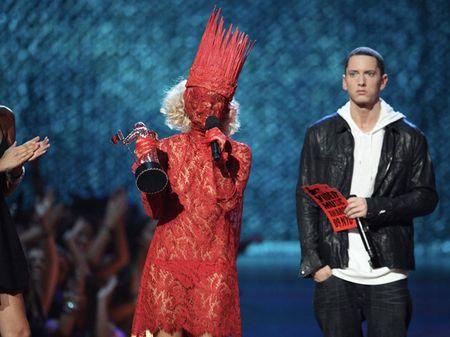 Lady Gaga va phong cach thoi trang lap di, khac nguoi - Anh 3