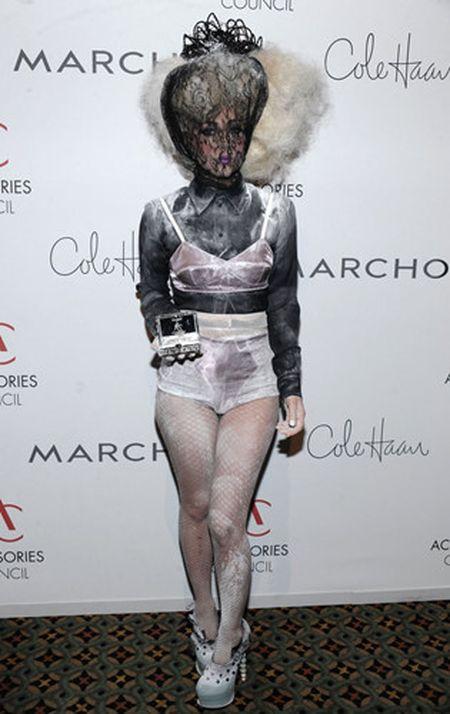 Lady Gaga va phong cach thoi trang lap di, khac nguoi - Anh 4
