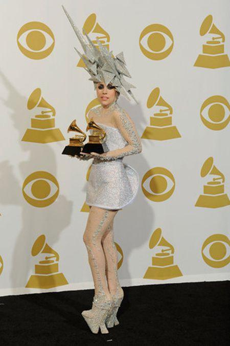 Lady Gaga va phong cach thoi trang lap di, khac nguoi - Anh 6