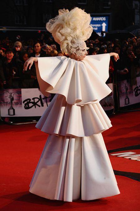 Lady Gaga va phong cach thoi trang lap di, khac nguoi - Anh 7