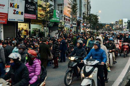 Chum anh: Bien nguoi lam le cau an tai chua Phuc Khanh, Ha Noi - Anh 10
