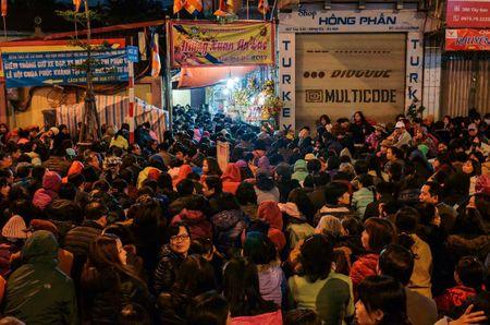 Chum anh: Bien nguoi lam le cau an tai chua Phuc Khanh, Ha Noi - Anh 11