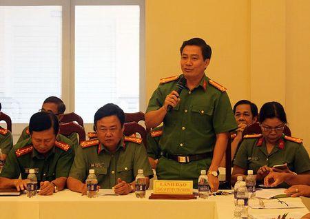 Cong an len tieng viec nguoi TQ trong khu nuoi tom 10 cang - Anh 1