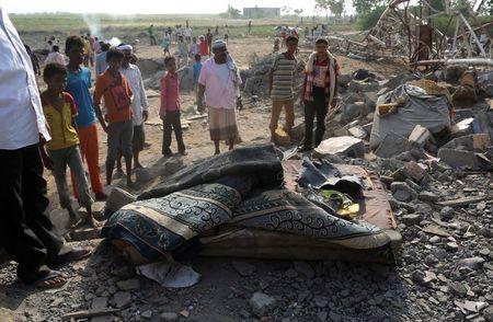Lien quan Arab oanh kich vao cho o Yemen lam 16 nguoi chet - Anh 1