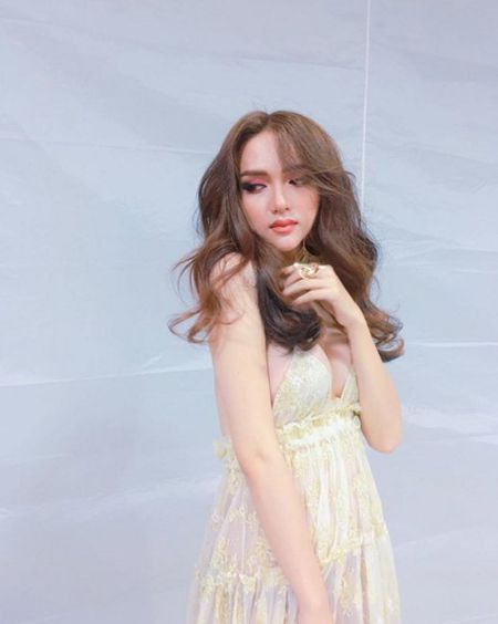 Huong Giang Idol ho qua tao bao khien fan phat sot - Anh 1