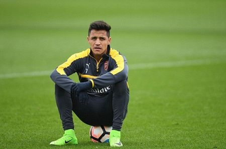 Chum anh: Sanchez tram ngam, Oezil quyet tam cao do truoc Tu ket FA Cup - Anh 1
