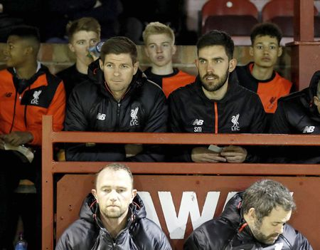 Chum anh: Steven Gerrard dan dat U18 Liverpool doi dau U18 Man Utd - Anh 1