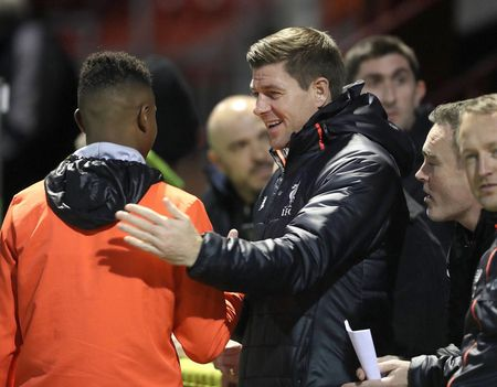 Chum anh: Steven Gerrard dan dat U18 Liverpool doi dau U18 Man Utd - Anh 2