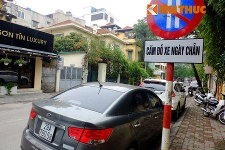 Duong pho Ha Noi thoang dang trong ngay do xe chan le - Anh 2