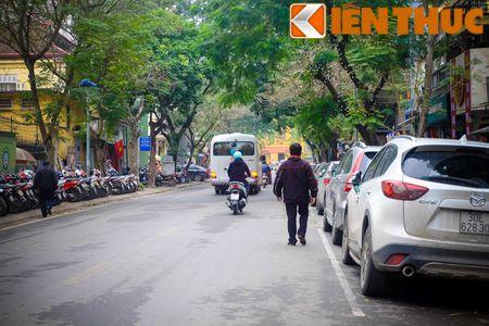 Duong pho Ha Noi thoang dang trong ngay do xe chan le - Anh 9