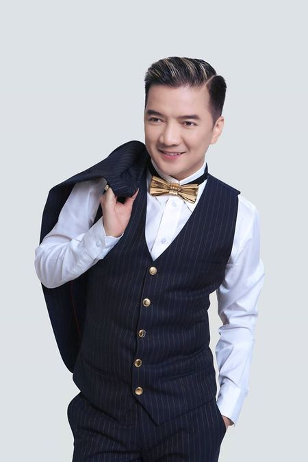 Vbiz 11/3: MC Hoang Linh co bau voi ban trai? - Anh 1