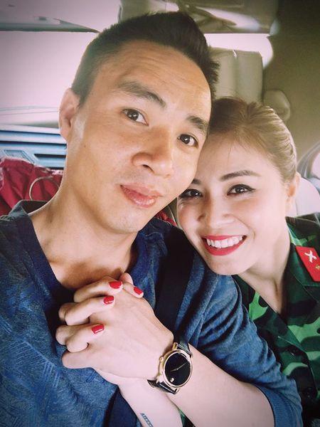Vbiz 11/3: MC Hoang Linh co bau voi ban trai? - Anh 2