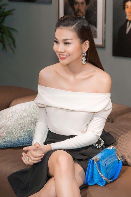 "Thanh Hang khoe vai tran dep ""nin tho"" - Anh 5"