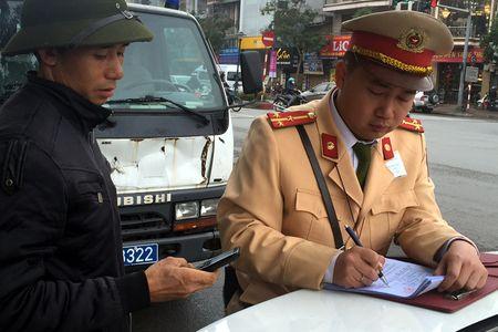 Tong kiem tra xe buyt nhai, xe o to dien khong duoc phep luu thong - Anh 4