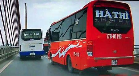 Tuoc bang lai hai tai xe xe khach 'dai nao' tren cau Bai Chay - Anh 1