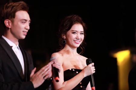 Hari Won 'len doi' thoi trang su kien sau khi lay Tran Thanh - Anh 11
