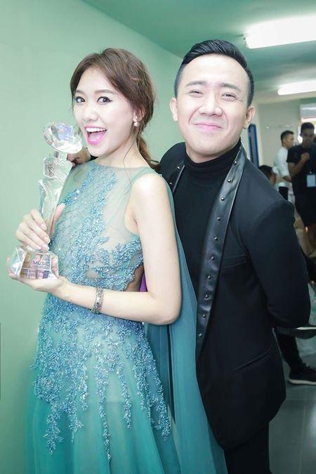 Hari Won 'len doi' thoi trang su kien sau khi lay Tran Thanh - Anh 2