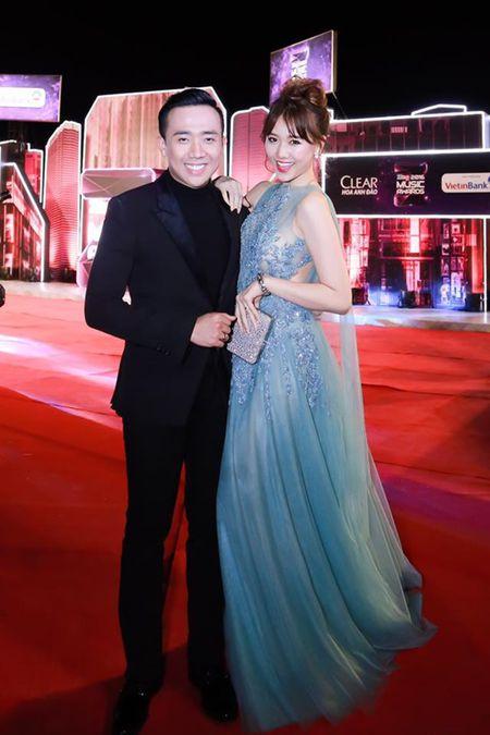 Hari Won 'len doi' thoi trang su kien sau khi lay Tran Thanh - Anh 5