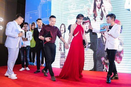 Hari Won 'len doi' thoi trang su kien sau khi lay Tran Thanh - Anh 6