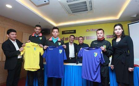 CLB Ha Noi dung ao dau xin nhat V-League - Anh 1