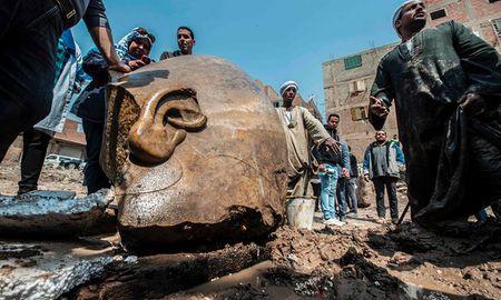 Phat hien tuong pharaoh cao 8 met trong khu o chuot - Anh 1