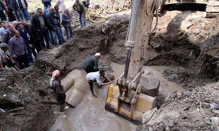 Phat hien tuong pharaoh cao 8 met trong khu o chuot - Anh 2