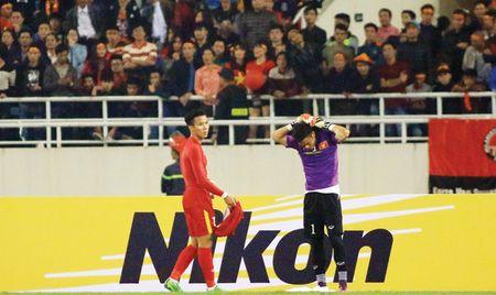 Nguyen Manh bi loai vi loi o AFF Cup 2016? - Anh 1