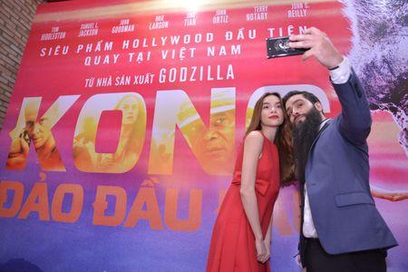 Ho Ngoc Ha xem Kong lan 2, chup selfie voi dao dien Jordan - Anh 7