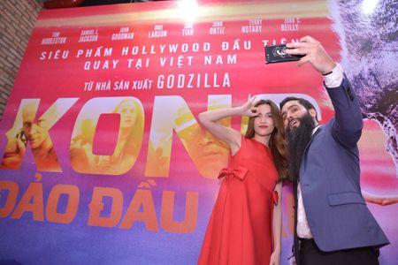 Ho Ngoc Ha xem Kong lan 2, chup selfie voi dao dien Jordan - Anh 8