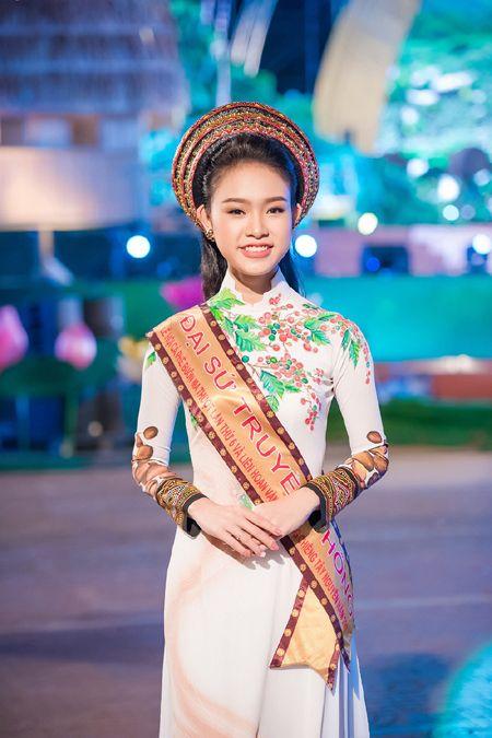 'Co gai vang' cua Hoa hau Viet Nam bi 'bao vay' tai Le hoi cafe - Anh 5