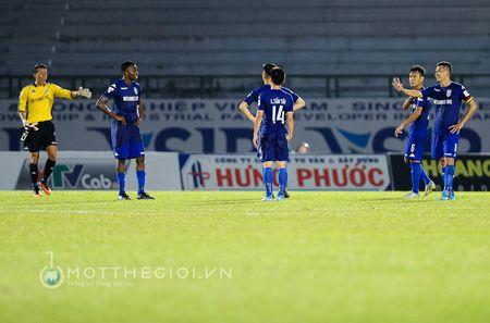 HLV Binh Duong: ' Chung thoi thua vi doi khong con cau thu gioi' - Anh 13