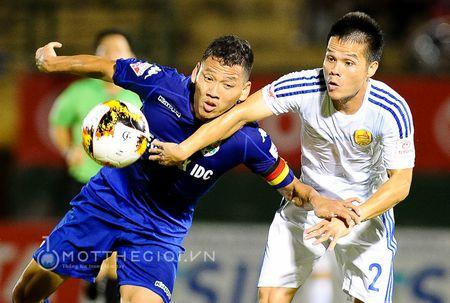 HLV Binh Duong: ' Chung thoi thua vi doi khong con cau thu gioi' - Anh 8