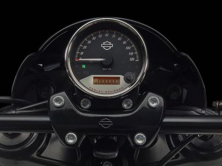 Harley-Davidson trinh lang Street Rod 2017 gia hon 200 trieu dong - Anh 6