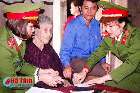 'Ngay thu 7 tinh nguyen giai quyet thu tuc hanh chinh' o TP Ha Tinh - Anh 2