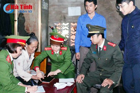 'Ngay thu 7 tinh nguyen giai quyet thu tuc hanh chinh' o TP Ha Tinh - Anh 3