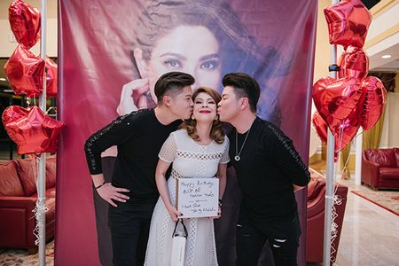 Ban trai va dan sao hai ngoai mung sinh nhat Thanh Thao o My - Anh 16