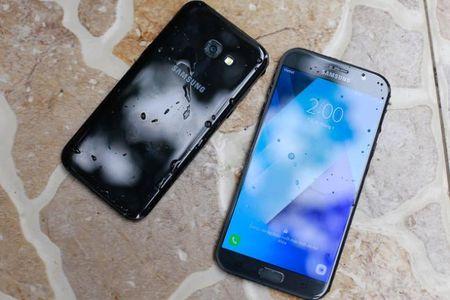 5 smartphone chong nuoc gia mem - Anh 5