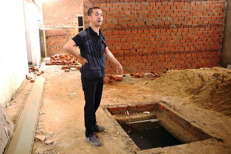 Ben trong 'khu pho' xay bi mat o Da Nang - Anh 11
