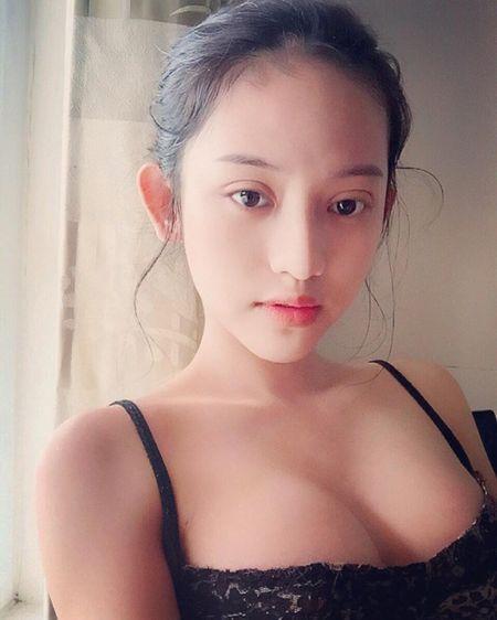 Hanh trinh thay doi phong cach thoi trang cua Thuy Vy bong choc thu be lai bang 4 tam hinh tai The Face Online! - Anh 10