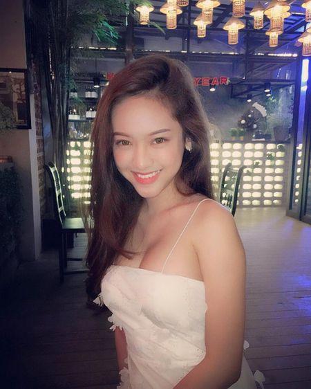 Hanh trinh thay doi phong cach thoi trang cua Thuy Vy bong choc thu be lai bang 4 tam hinh tai The Face Online! - Anh 11