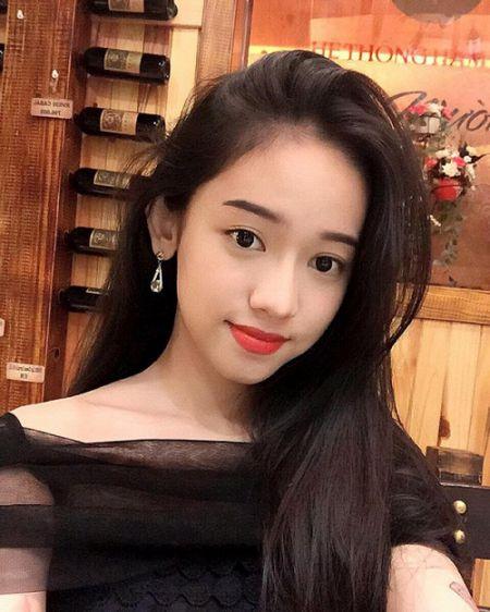 Hanh trinh thay doi phong cach thoi trang cua Thuy Vy bong choc thu be lai bang 4 tam hinh tai The Face Online! - Anh 8